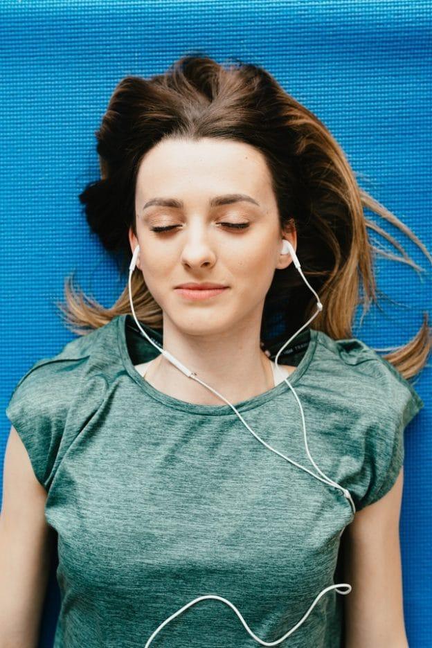 Mit Achtsamkeitspraxis zur Stressbewältigung. Zwischen Psychologie und spiritueller Erfahrung